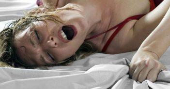женщина стонет во время секса