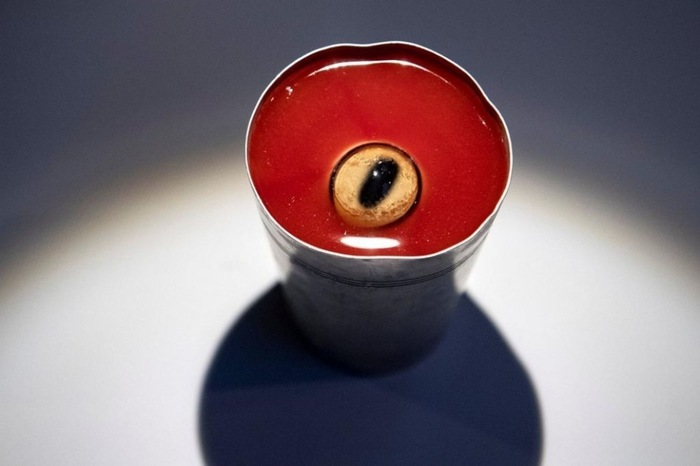 Маринованный глаз овцы в томатном соке