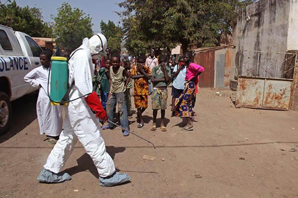 Вирус Эбола унес жизни более 28 тысяч человек